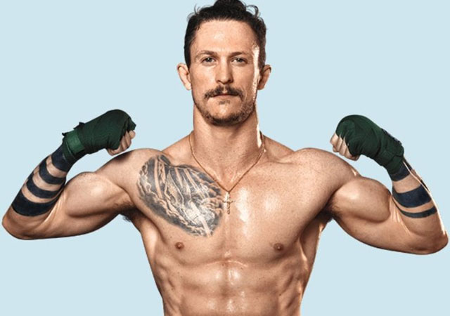 El actor Jonathan Tucker, desnudo en 'Kingdom'