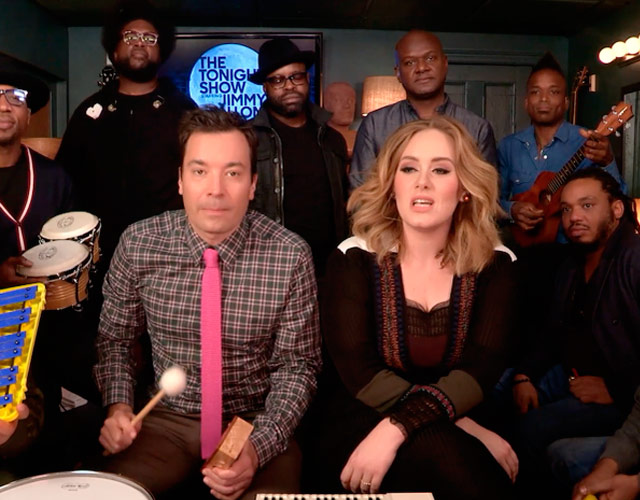 Adele canta 'Hello' con instrumentos de colegio y con Jimmy Fallon y The Roots