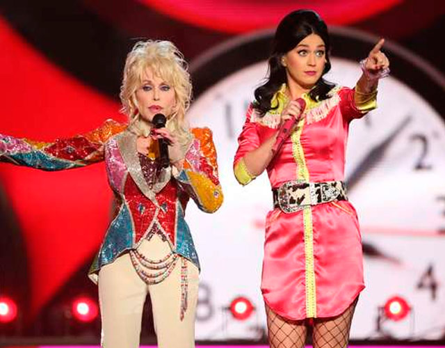 Katy Perry y Dolly Parton cantan juntas en los Country Music Awards