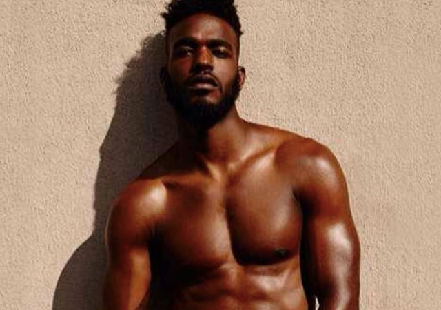 Las fotos del cantante y actor Luke James desnudo