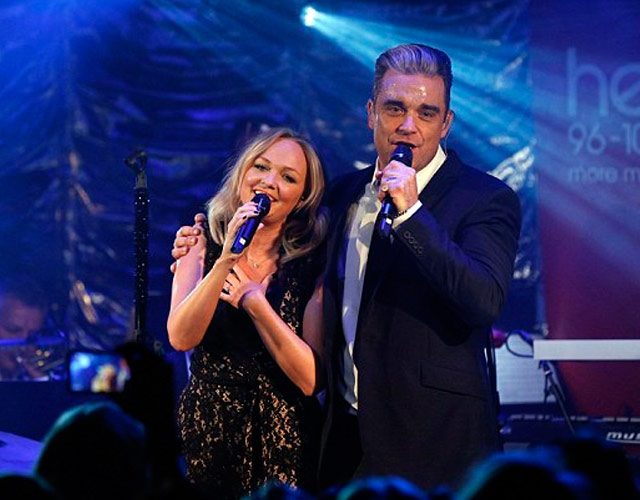 Emma Bunton y Robbie Williams cantan '2 Become 1' de Spice Girls