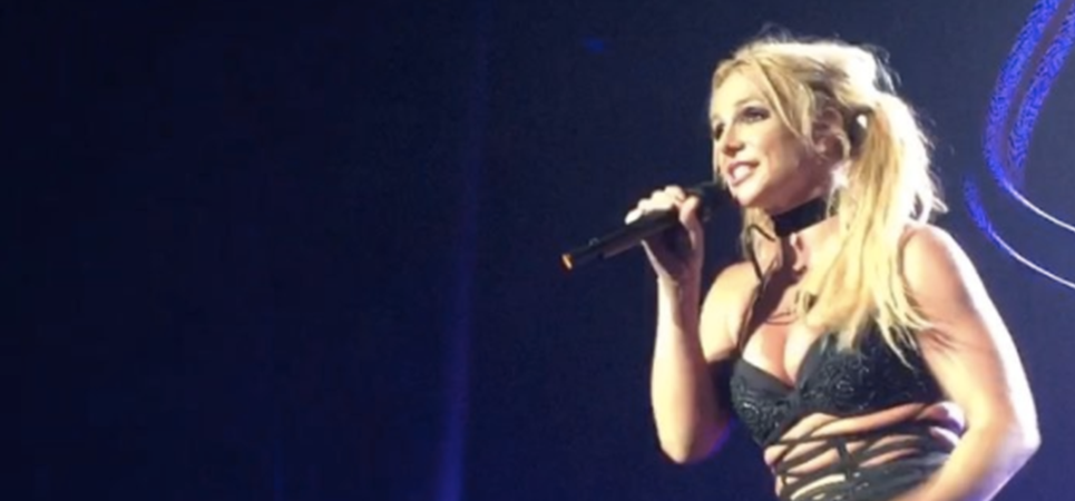 Britney Spears canta un nuevo tema 'Something To Talk About' en directo