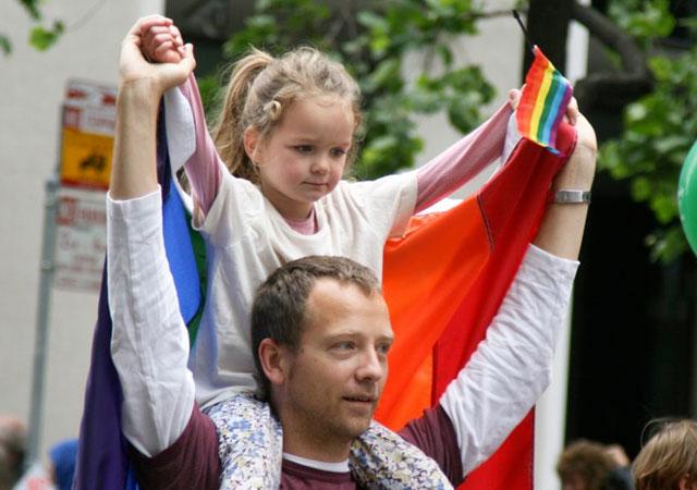 REPORTAJE A HIJOS DE PADRES GAY SON