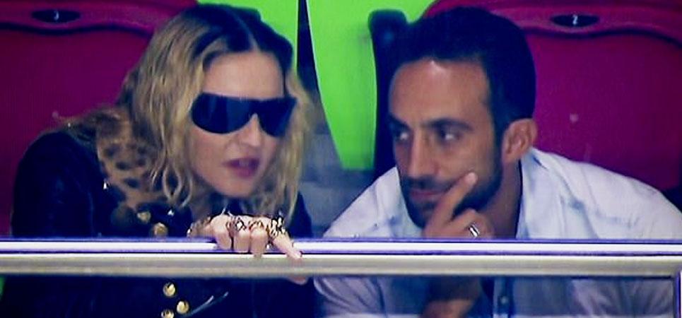 Madonna va al fútbol con un hombre demasiado atractivo