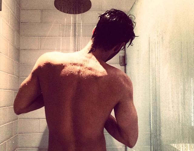 Lesbins desnudo en la ducha