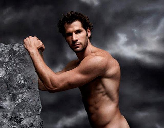 El deportista Ryan Kesler desnudo en un anuncio
