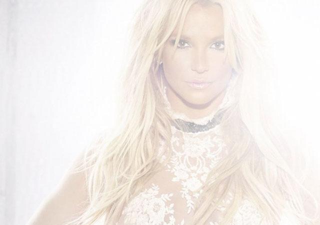 El viento deja a Britney Spears con el culo al aire