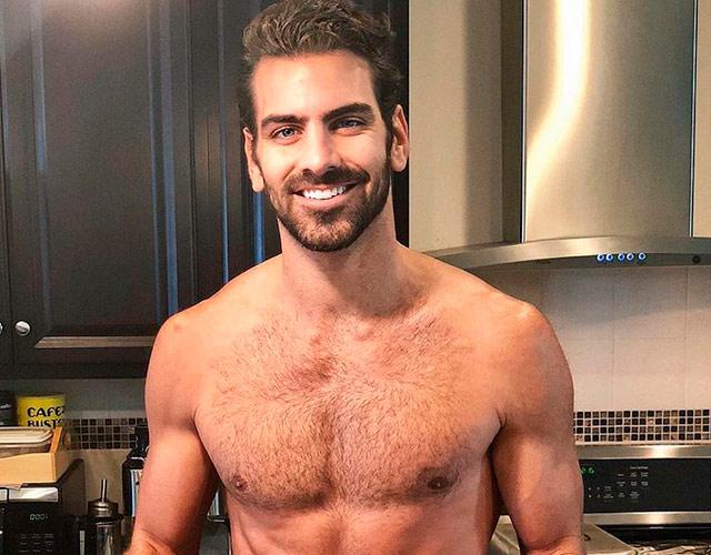 Nyle DiMarco desnudo en Instagram para calentar la Navidad