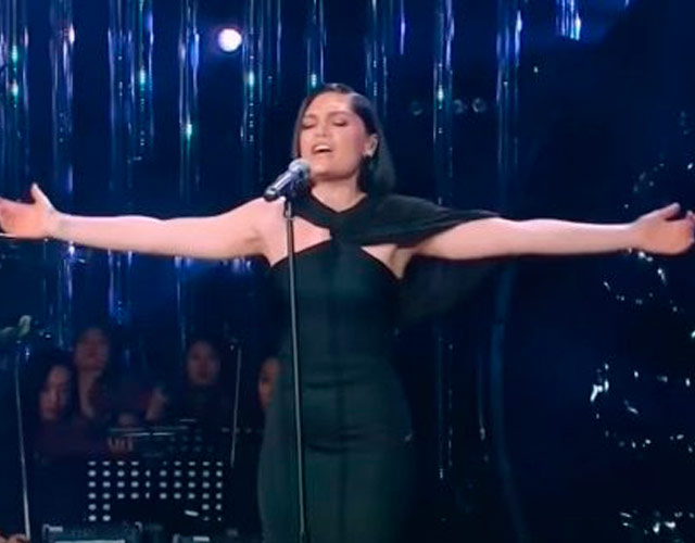 Jessie J versiona a Whitney Houston concursando en un talent show chino