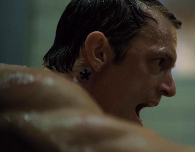 Joel Kinnaman desnudo en 'Altered Carbon'