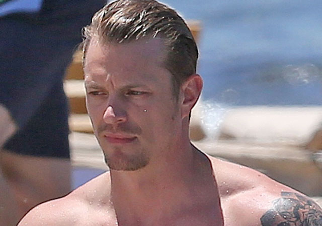 El pene de Joel Kinnaman desnudo en 'Altered Carbon'