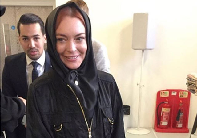Lindsay Lohan la lía al acudir con un hijab a la London Fashion Week