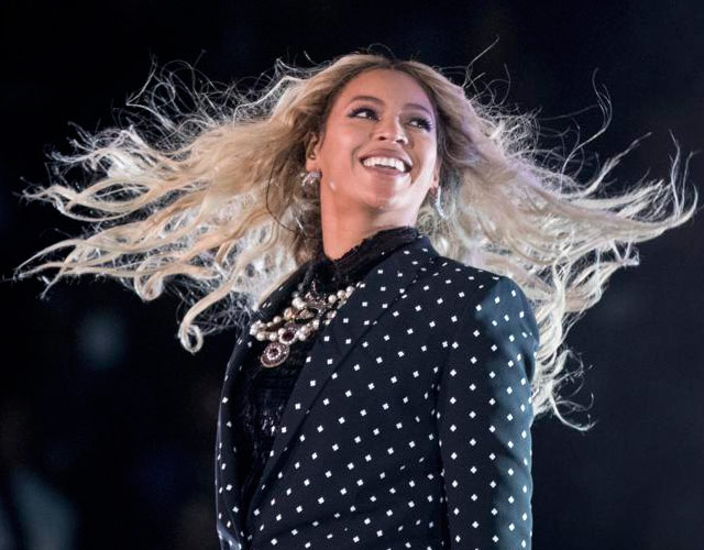 [Video] Problemas técnicos obligaron a Beyoncé abandonar escenario por una escalera