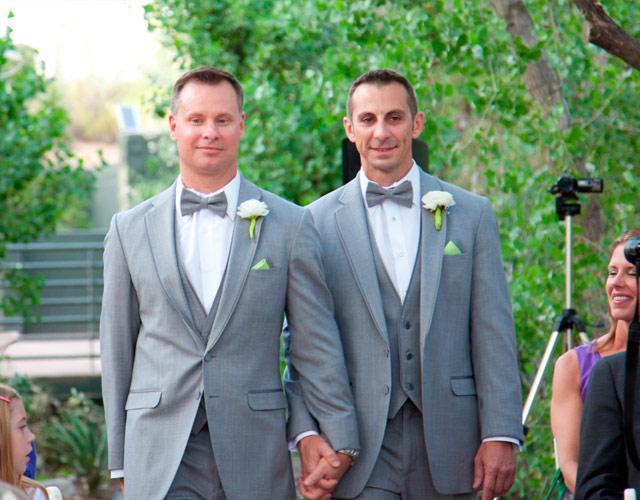 pareja gay casandose