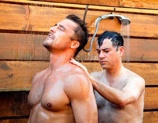 Sexo gay en la bañera
