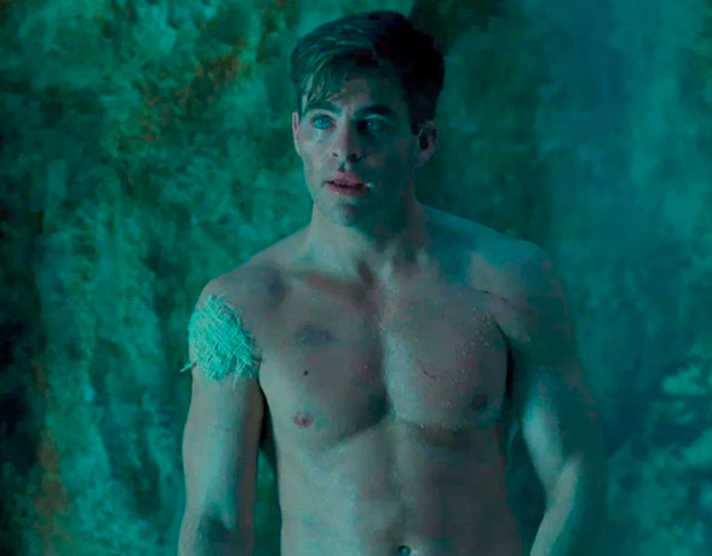 Chris Pine desnudo frontal en 'El Rey Proscrito'