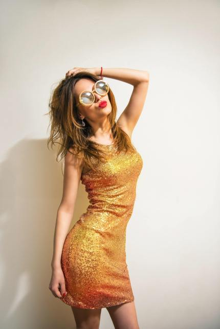 What to wear on a first date: gold dress