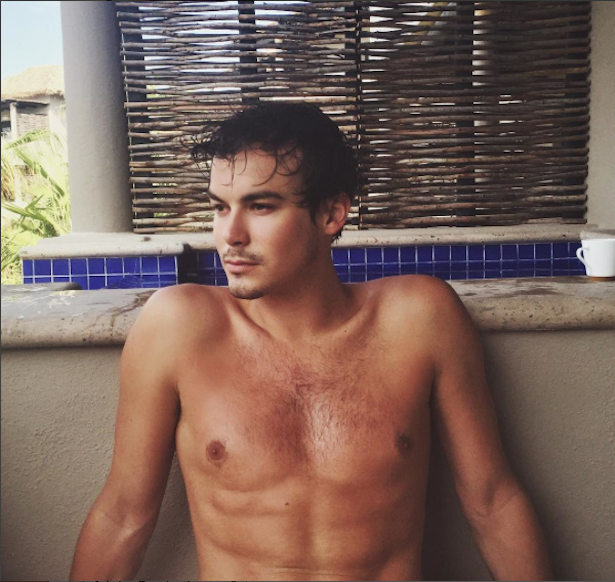 El actor Tyler Blackburn sale del armario