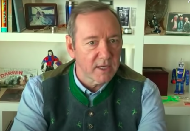 El actor Kevin Spacey compara el COVID-19 con su vida