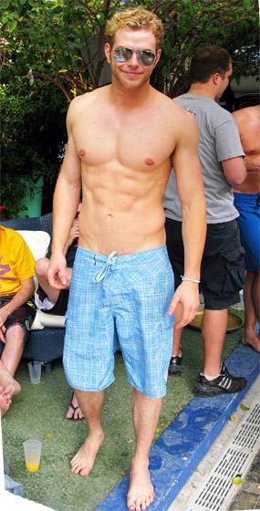 Kellan Lutz sin camiseta