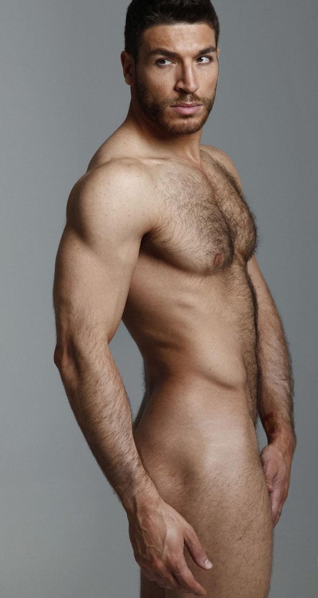 Valerio Pino posa desnudo aprovechando el tirón de Ricky Martin ...